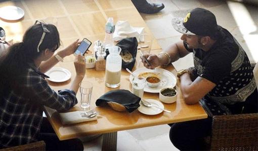 Yo Yo Honey Singh With Girl