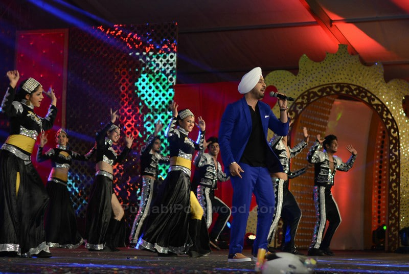 Diljit Dosanjh Performance on Stage