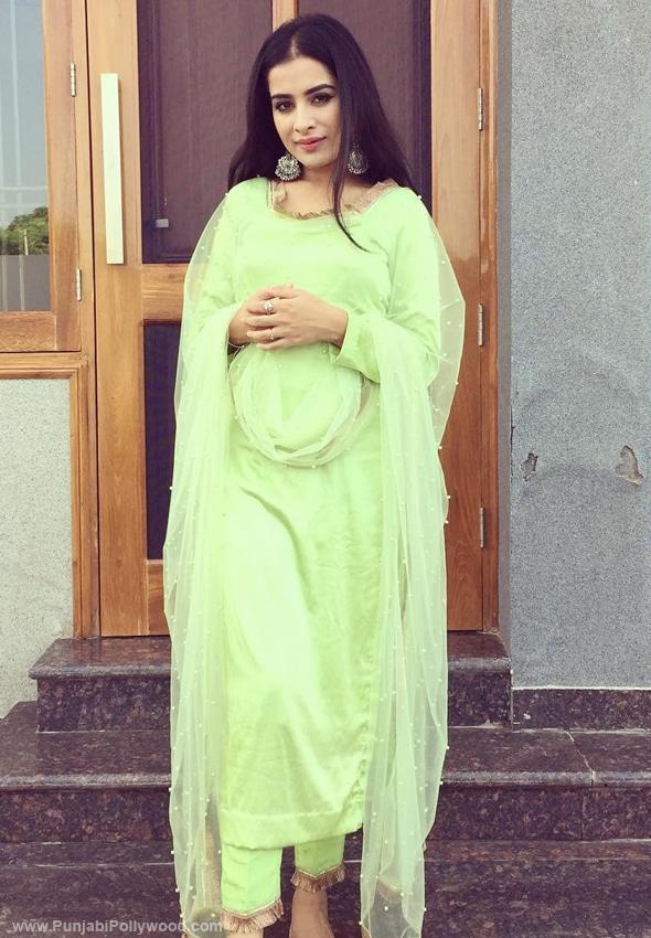 Sara-Gurpal-Punjabi-Suit