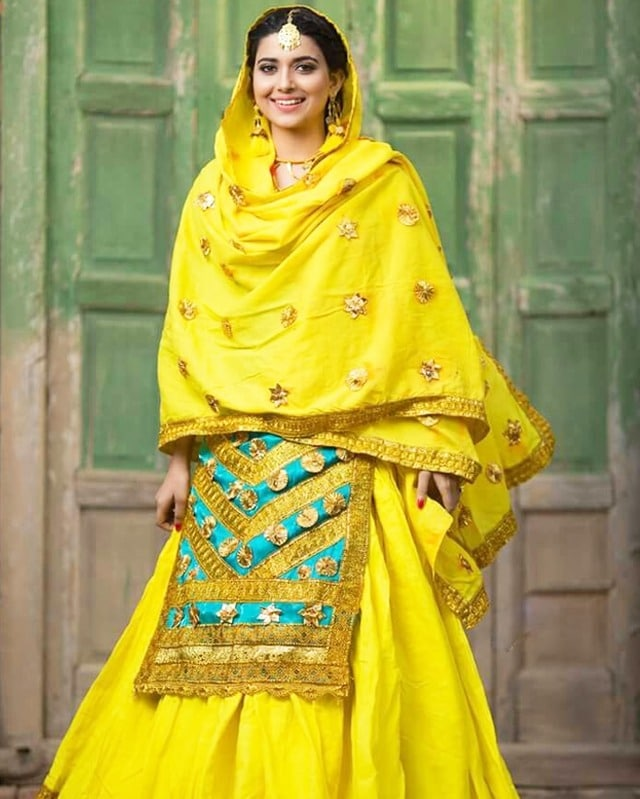 nimrat khaira in punjabi traditional dress
