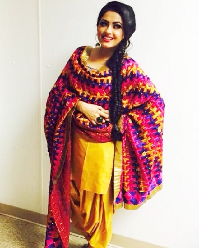 simi chahal in punjabi traditional dress